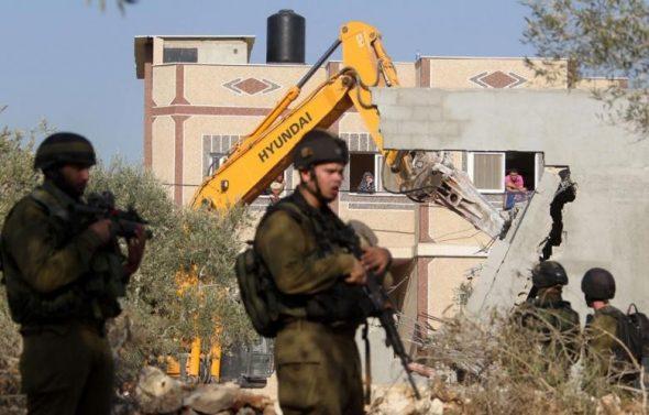 الجيش الأسرائيلي يبدأ بهدم منزل عمر أبو ليلي