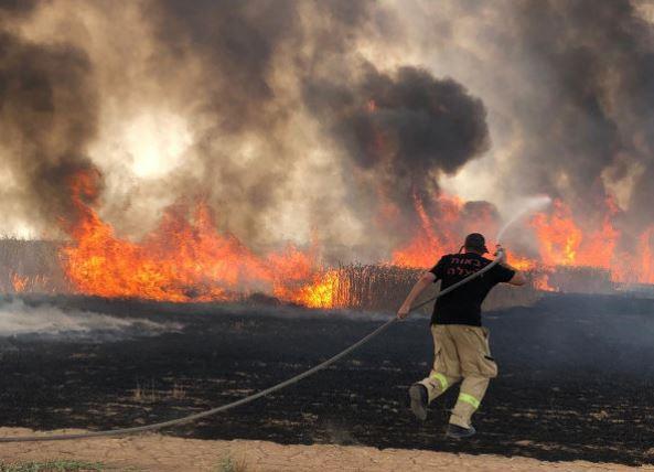 القاهرة تٌرسل طائرتين لإخماد حرائق إسرائيل