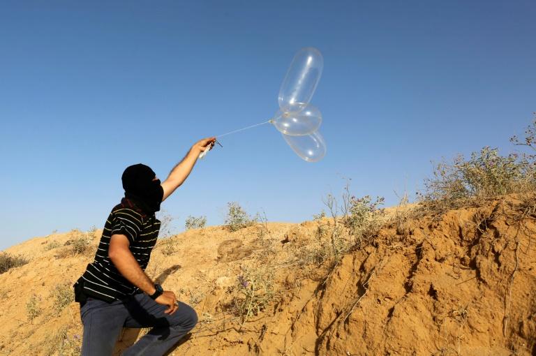 اسرائيل تعزز من قوات الاطفاء خشية زيادة الحرائق البالونات الحارقة علي حدود غزة