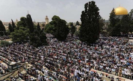 الجمعة الأولى من رمضان 180 الف مصلي في الأقصي