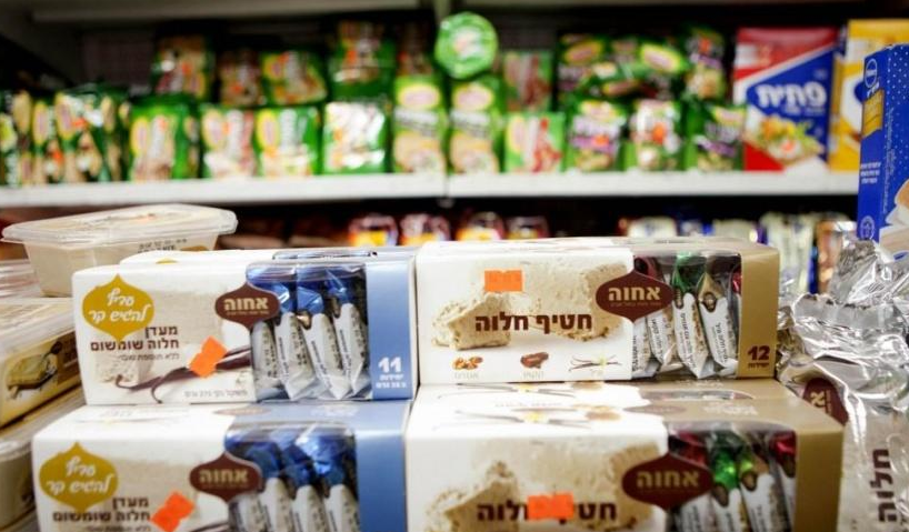 السلطة الفلسطينيه تتلف منتجات المستوطنات تقدر 9 الاف شيكل