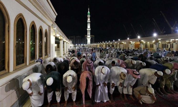 نصف مليون مصلي يقومون بصلاة ليلة القدر بالمسجد الاقصي