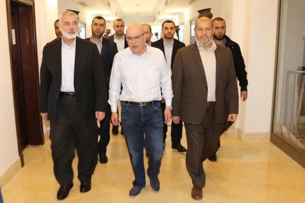 وصول السفير القطري محمد العمادي وزوجته  الى قطاع غزة