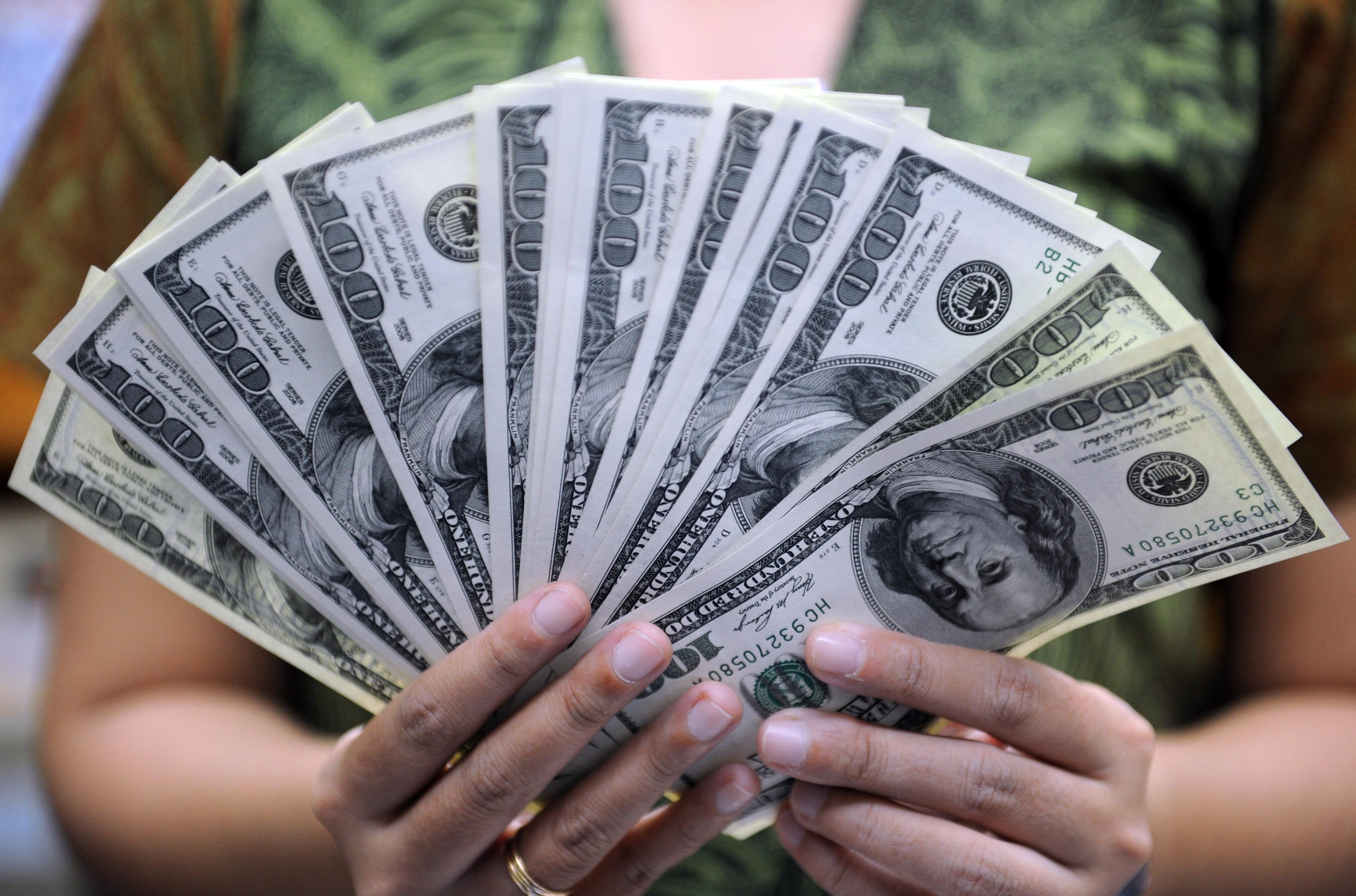 """الأونروا: صرف مبلغ 150 دولار للعائلات التي تحمل """"الكابونة"""" الصفراء"""