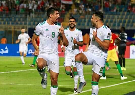 الجزائر تضرب شباك غينيا بثلاثيه مع الرأفه ويتأهل لربع النهائي