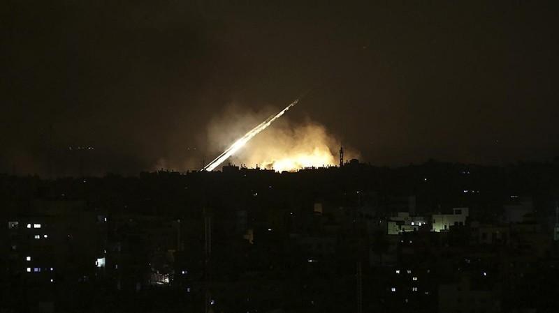 اطلاق صواريخ من غزة والاحتلال يرد بقصف غزة