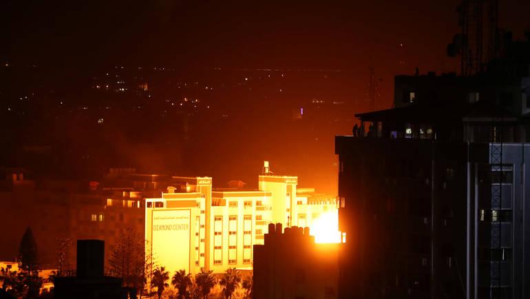 شمال غزة يتعرض للقصف بعد اطلاق صواريخ