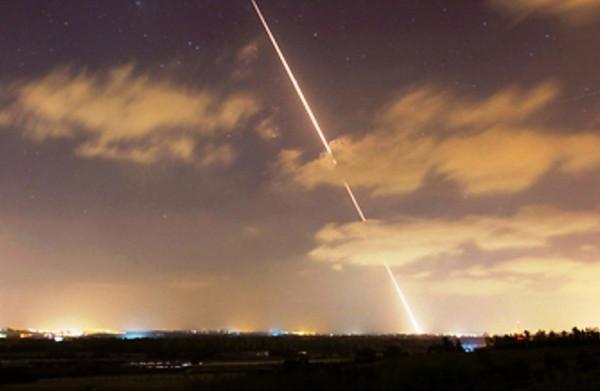 اطلاق قذيفة صاروخية من غزة وسقطت قرب السياج