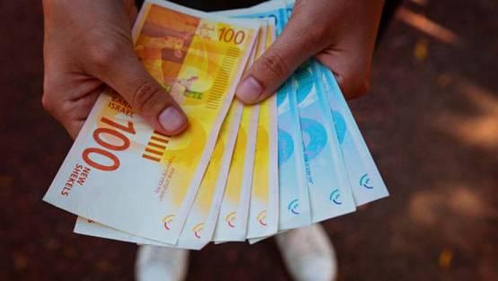 المالية تستعد لصرف مستحقات الموظفين