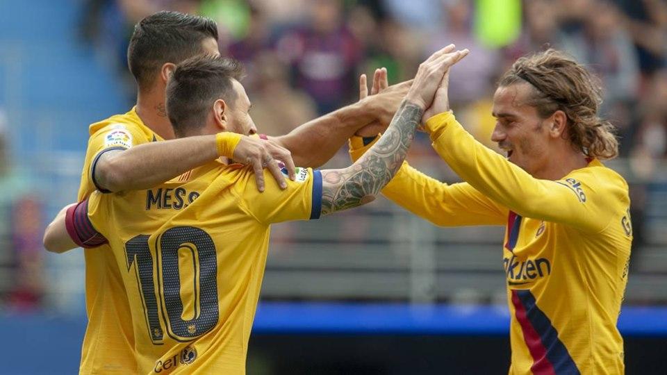 برشلونة يضرب ايبار بثلاثية ويتصدر الليغا مؤقتا