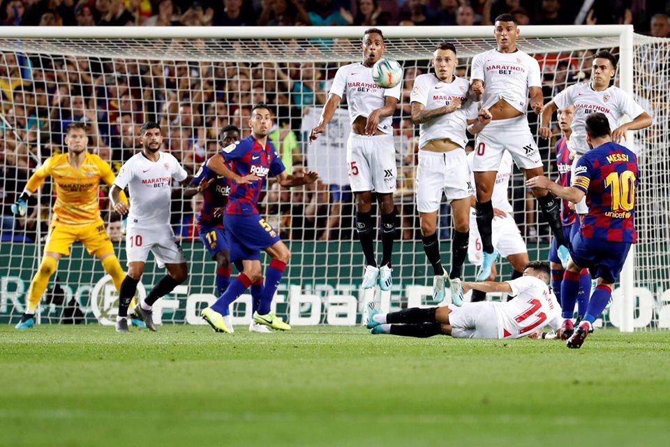 برشلونة يضرب اشبيلية ويواصل مطاردة ريال مدريد على صدارة