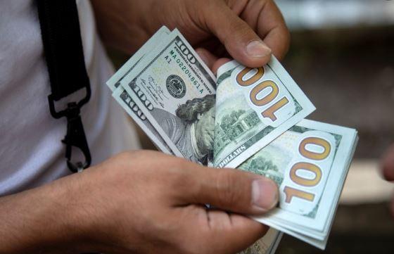 انخفاض مستمر علي اسعار الدولار