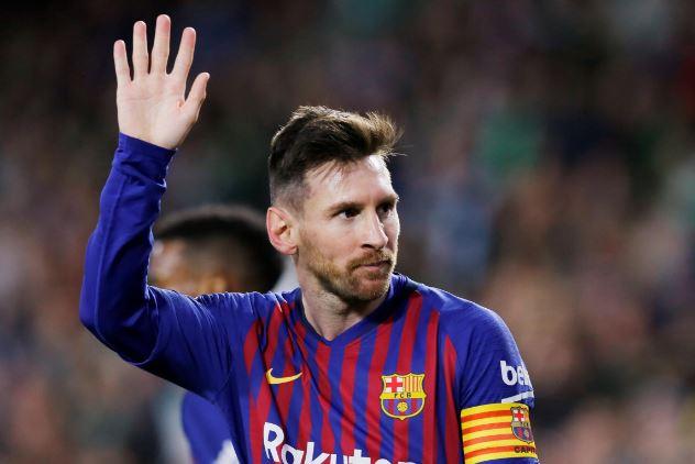ميسي ينقذ برشلونة يتصدر الليجا