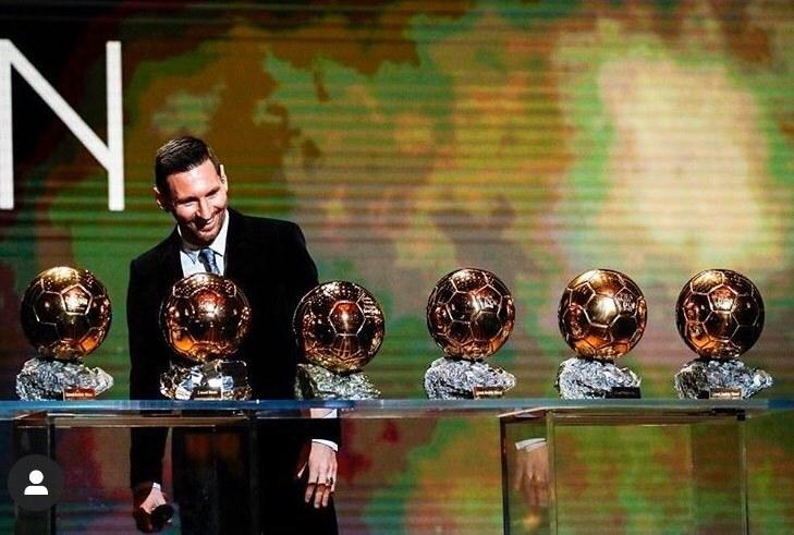 الأسطورة ليو ميسي يفوز بالكرة الذهبية السادسة في تاريخه