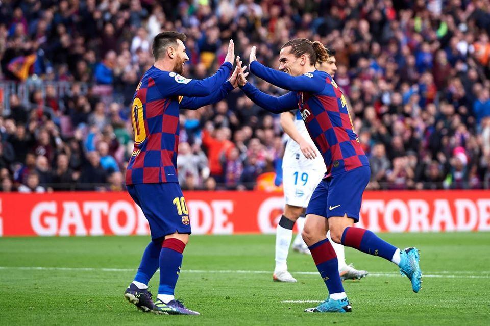 برشلونة يفوز برباعية علي ديبورتيفو ويتصدر الليجا