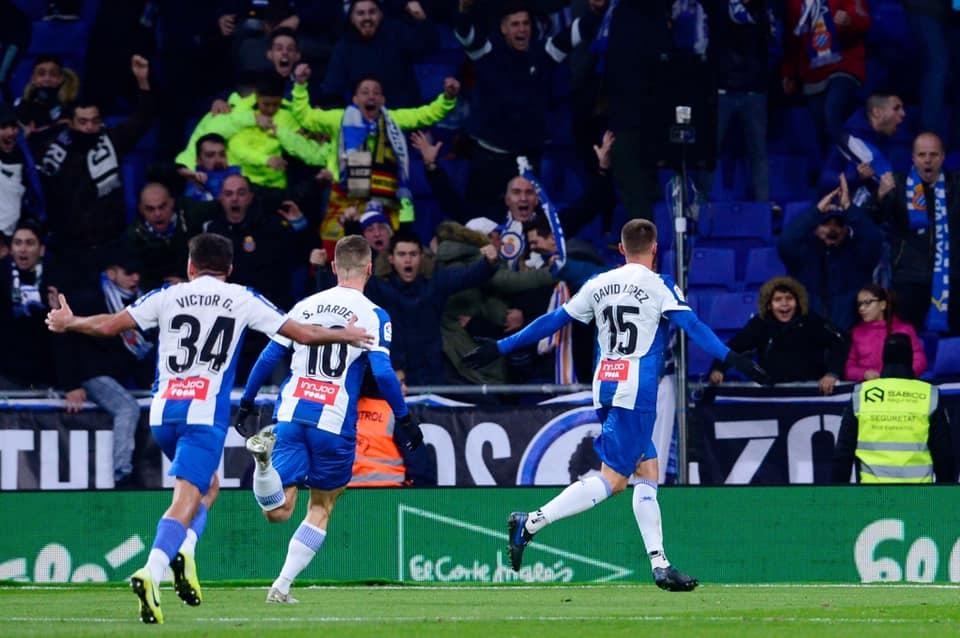 اسبانيول يقهر البرسا بتعادل قاتل ويعيد ريال مدريد لصدارة