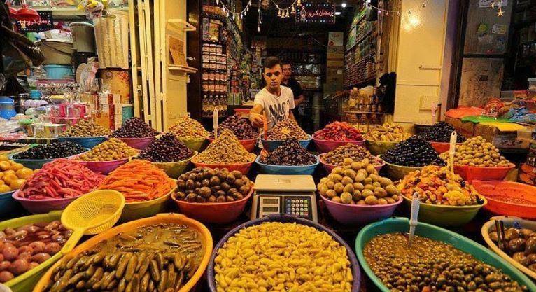 الحكومة تغلق الأسواق وصالات الأفراح في غزة