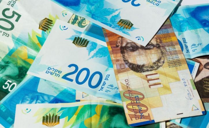 الدولار يرتفع من جديد بعد الانخفاض المفاجئ