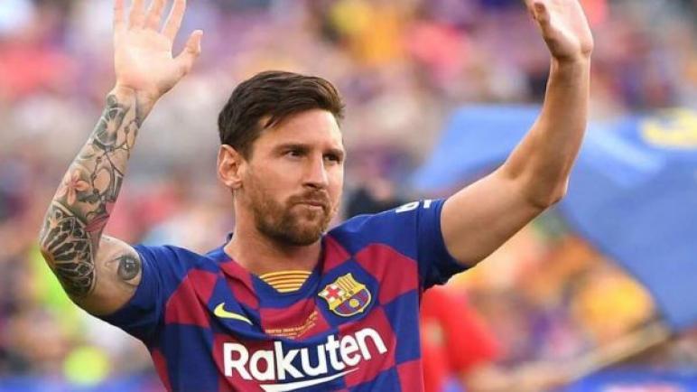 ليونيل ميسي يوافق علي تجديد عقده مع برشلونة