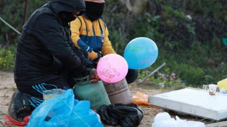 تكثيف إطلاق البالونات علي الحدود والاحتلال يرد بقصف القطاع
