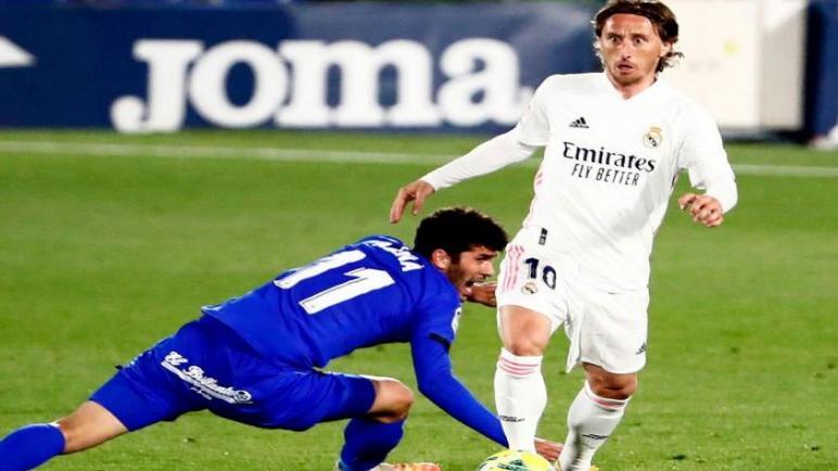 خيتافي يقدم هدية للبرشا يفرض التعادل علي ريال مدريد