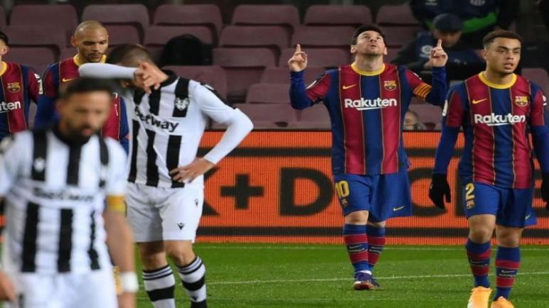 ميسي ينقذ برشلونة يقوده للفوز على العنيد ليفانتي