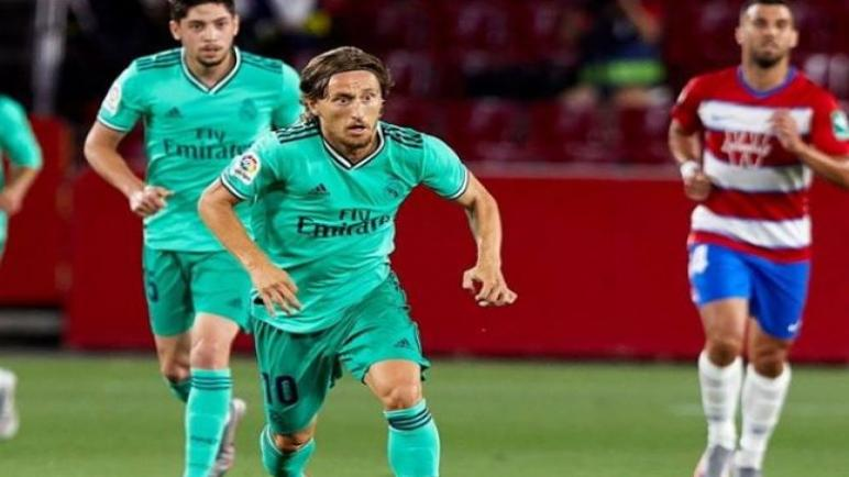 ريال مدريد يخطف الفوز من غرناطة ولقب الليجا على بعد خطوة من مدريد