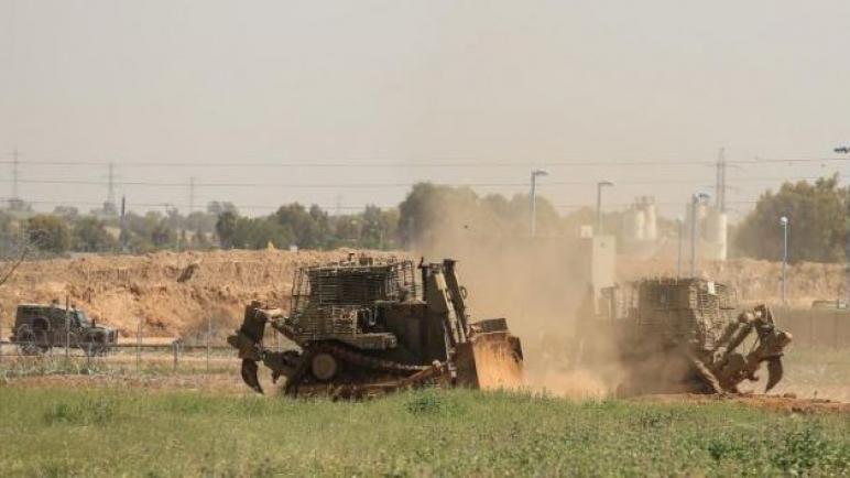 آليات عسكرية تتوغل لمسافة محدود شرق المدينة