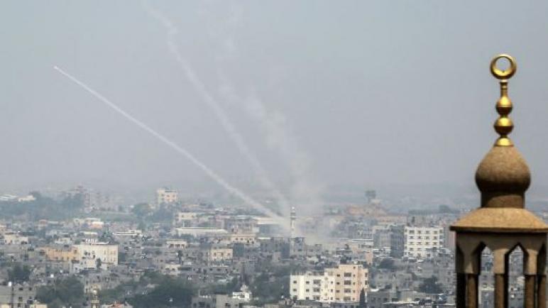 طائرات الاحتلال تشن غارات على غزة ردا علي إطلاق الصواريخ