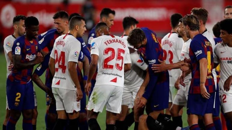 اشبيلية يجبر برشلونة على التعادل ويمنح ريال مدريد الفرصة لاستعادة الصدارة