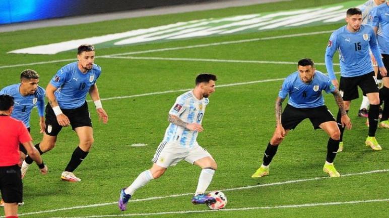 الأرجنتين تضرب الأوروغواي بثلاثيه نظيفه في تصفيات كأس العالم